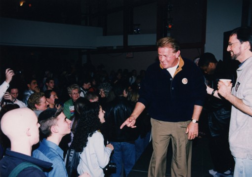 1999 Martin Sheen gives a press conference at the CSPA convention for the West Wing.