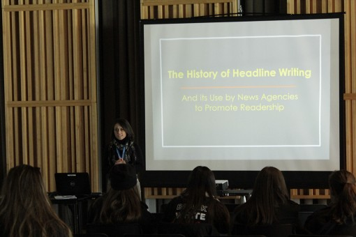 Ana Rosenthal teaches students how to write headlines. Photo by Antonio Rodriguez.
